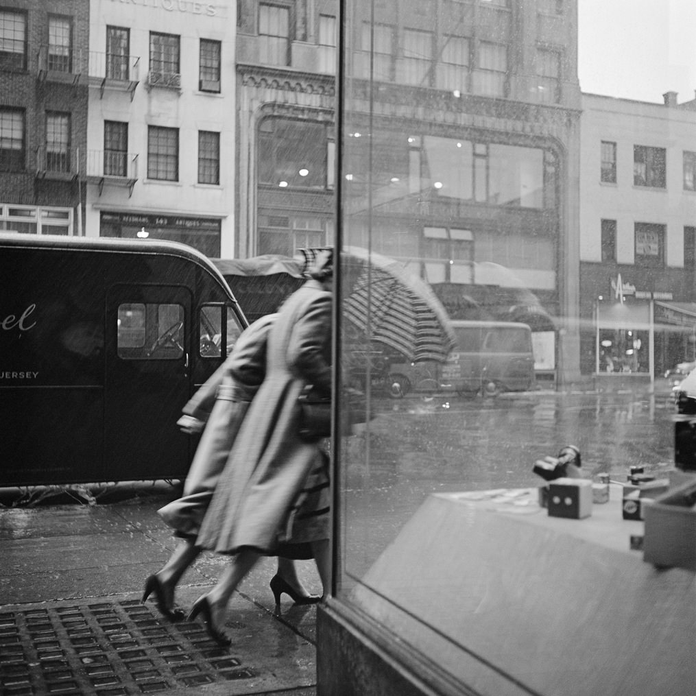Fotó: Vivian Maier: New York, 1953. október 29. © Vivian Maier/Maloof Collection, Courtesy Howard Greenberg Gallery, New York.