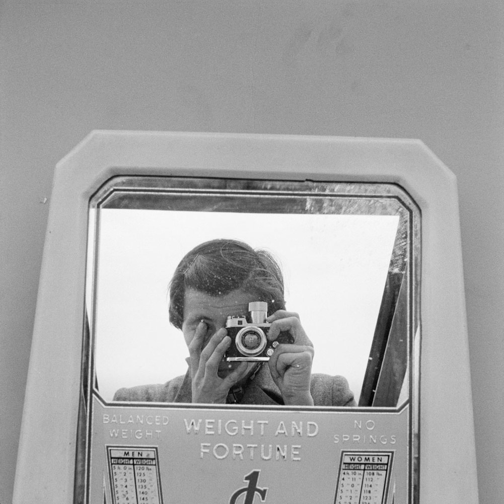 Fotó: Vivian Maier: Önarckép, d.n. © Vivian Maier/Maloof Collection, Courtesy Howard Greenberg Gallery, New York.